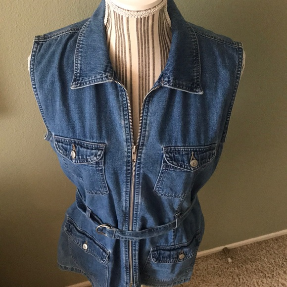 Guess Tops - 1 hr SALE - Guess Jean top, zips up, 4 pockets